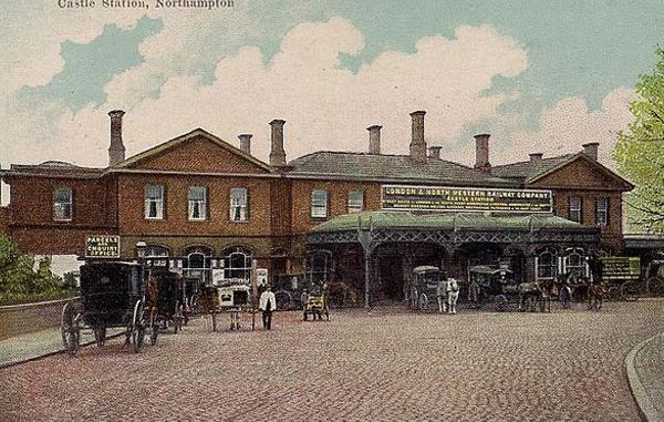 "By Boots Cash Chemists ""Pelham"" Series (Old postcard) [Public domain], via Wikimedia Commons"