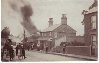Woburn Sands - Cyclists Rest burns down