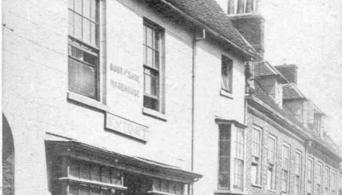 Black-and-white photo of 15 St John's street, Newport Pagnell